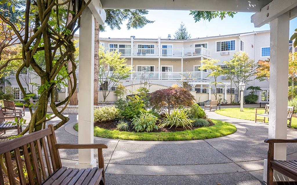 Front Entrance at Tacoma Weatherly Inn